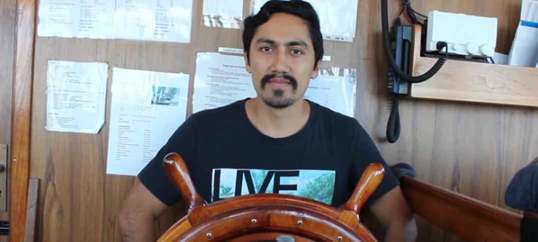 Juan Manuel López: Es Colombiano, Vive En Un Barco Y Lidera Campamento De Refugiados En Grecia